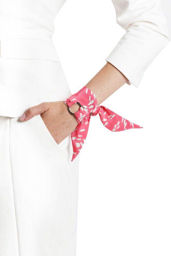 VENTE : 30 % DE RÉDUCTION ! Bracelet de pauline soie. Luxueux en soie italienne. Frais de port. Enveloppe de soie Bracelet. Bracelet Twilly. Cadeau unique.
