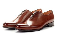 The Martin is the sharpest dress shoe you'll ever own. Made from a single piece of Italian calfskin leather, this wholecut oxford has a sleek profile that is guaranteed to turn heads. Runs full size l