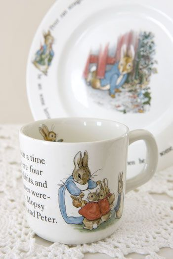 BEaTRiX PoTTeR CuP & BoWL ____ I have these x8, plus dinner plates, lunch plates, compotes, egg cups & more for eight guests. I use this China set for EaSTeR, of course.