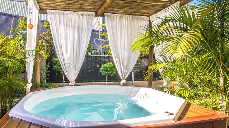 Summer nights are Jacuzzi nights #jacuzzi #spa #spapool #garden #pretty #relax #paarl #southafrica #chill #lifestyle #living #luxury #luxuryliving #outdoors