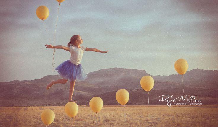 Imagen de la mejor niña del mundo. Fotografía: Rafa Millán Fotografía Whatsapp: 644200618 Atrezzo: Loredana Todos los derechos reservados. © Copyright. Queda prohibida su divulgación de cualquier modo y forma sin consentimiento escrito del autor. #modelo #niña #globos #Balloon #girl #model #child #fly #firstfly #sky #cloud #comuniones #sesiones #sesion #fotos #reservatudia #fotografo #retrato #mag