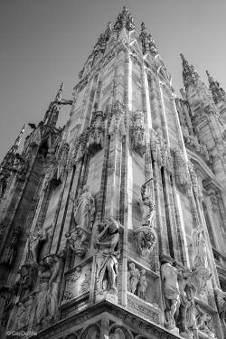 Travel photography by CapDaSha  Fianco sinistro Duomo Milano 2016