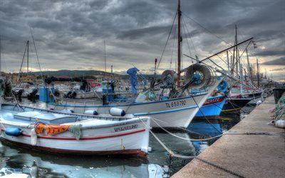 Scarica sfondi pier, sunset, barche da pesca