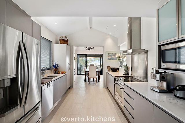 LOVING this beautiful kitchen with a Quantum Quartz Venatino 20mm bench top, 2pak cabinetry 2 tone all designed and installed by Verto Kitchens!! #KitchensByVerto #VertoKitchens