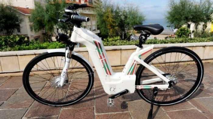 Primera bicicleta eléctrica que funciona con hidrógeno y emite agua