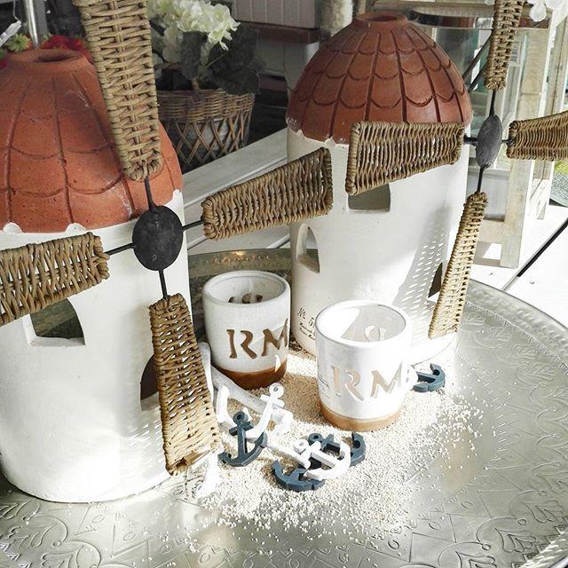 Happy friday!!! Aurinko paistaa ainakin Kouvolassa, entäs teillä? ☀☀ #kouvolacity #kouvolankatu #aurinkoenergiaa #molino #tuulimylly #lyhty #lantern #rivieramaisonlove #rivieramaisonhome #rivieramaison #springdecor #collectorsitem #handmade #costamesa #jättitarjotin #molinodepuigdenvalls #perjantai www.shopdreams.net
