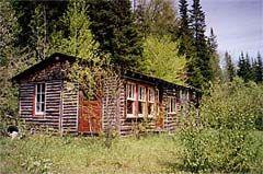 Les 25 meilleures id es de la cat gorie cabanes en rondins for Camp en bois rond