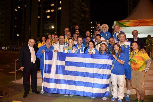 Άννα Κορακάκη: Ζητωκραυγές και φιλιά! Η υποδοχή της χρυσής Ολυμπιονίκη στο Ολυμπιακό Χωριό [pic, vid]