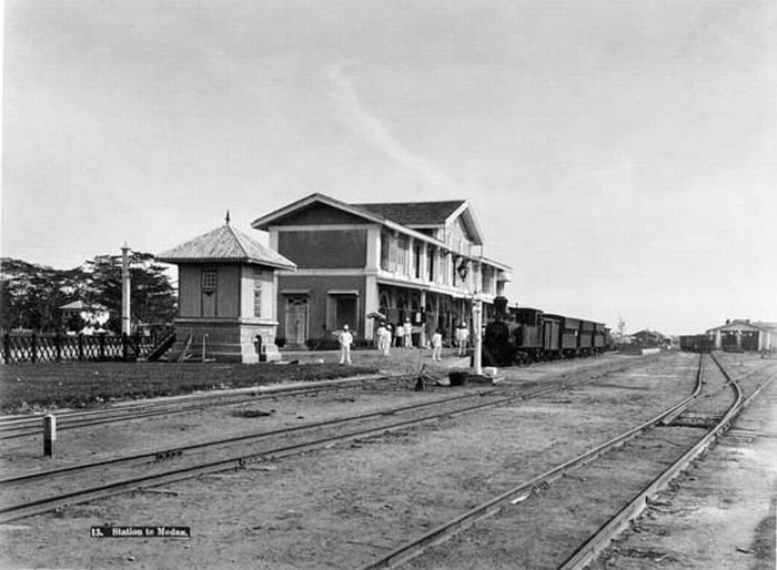 1885-1888 The railway station in Medan