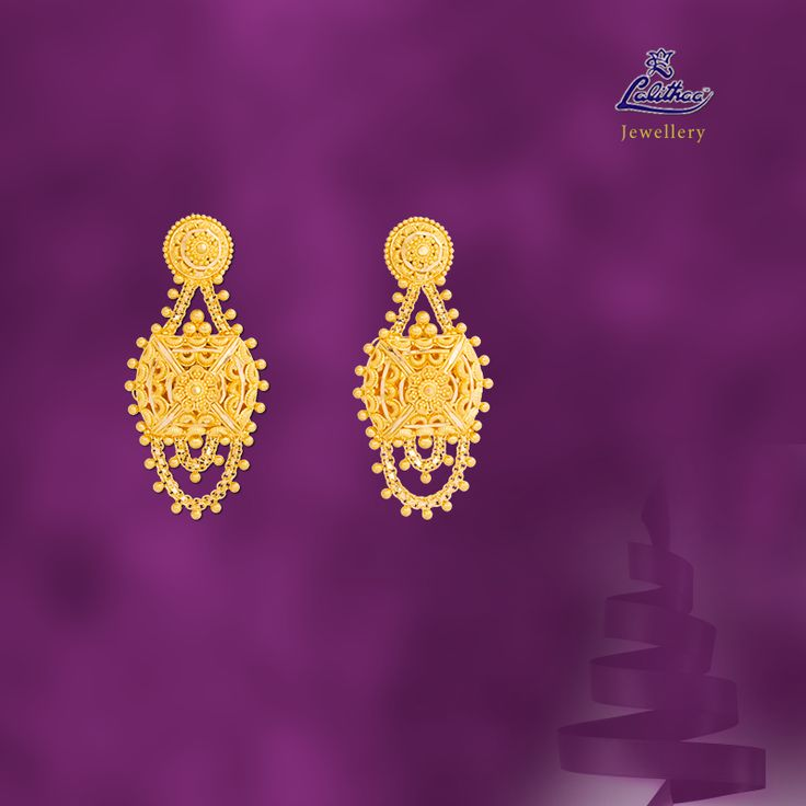 LALITHAA_JEWELLERY Traditional pair of earrings decorated with swinging chain from #lalithaajewellery.   Platinum Earrings Design Traditional Indian Jewellery Buy Gold Necklaces for Women Diamond Necklaces Designs Buy Diamond Necklaces Online