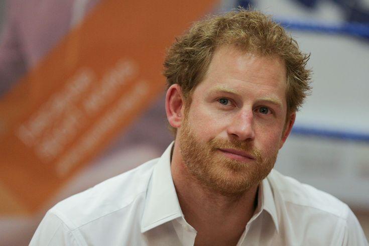 Prins Harry heeft er spijt van dat hij pas drie jaar geleden is gaan praten over de dood van zijn moeder, prinses Diana. Diana overleed in 1997