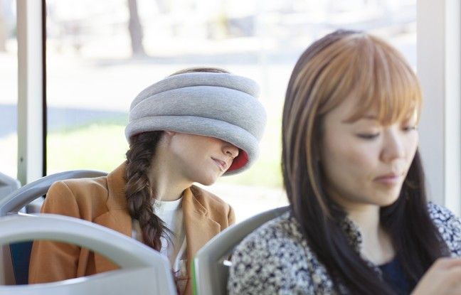 OSTRICH PILLOW ®LIGHT inspired by our previous creation Ostrich Pillow. Its clever little design lends itself to be portable, comfortable, and totally adjustable; not to mention seriously…