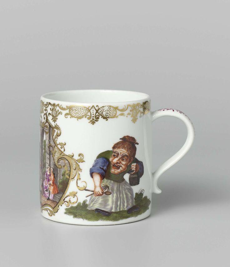 Meissener Porzellan Manufaktur | Beker met oor, veelkleurig beschilderd met een voorstelling van de maand mei, Meissener Porzellan Manufaktur, c. 1740 - c. 1745 | Cilindrische beker met S- vormig oor, van beschilderd porselein. De beker is beschilderd met een cartouche van blad- en netwerk waarbinnen paartjes in een tuin en een jongen met een hond en waarboven de naam Majus. Aan weerszijden is een dwerg met bril en één met een mand geschilderd. De beker is gemerkt.