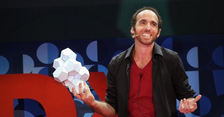Con un umorismo travolgente, il matematico Eduardo Saenz de Cabezon ci dà la risposta a una domanda che fa impazzire studenti di tutto il mondo: a cosa serve la matematica? Così, ci mostra la bellezza della matematica, che non è altro che la spina dorsale della scienza. I teoremi, non i diamanti, sono per sempre.