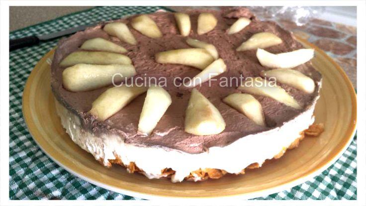 una specie di cheesecake, base di corn flakes panna cacao e pere e yogurt