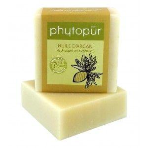 SAVON À L'HUILE D'ARGAN - Ce savon est très légèrement exfoliant grâce à la poudre de lufah que nous lui avons intégrée. L'huile d'argan qu'il contient vous assurera une hydratation exemplaire et agira également comme soin régénérant et anti-rides. Sans parfum. 110 g minimum. http://savondescantons.com/fr/soin-phytopur/363-savon-a-l-huile-dargan-.html