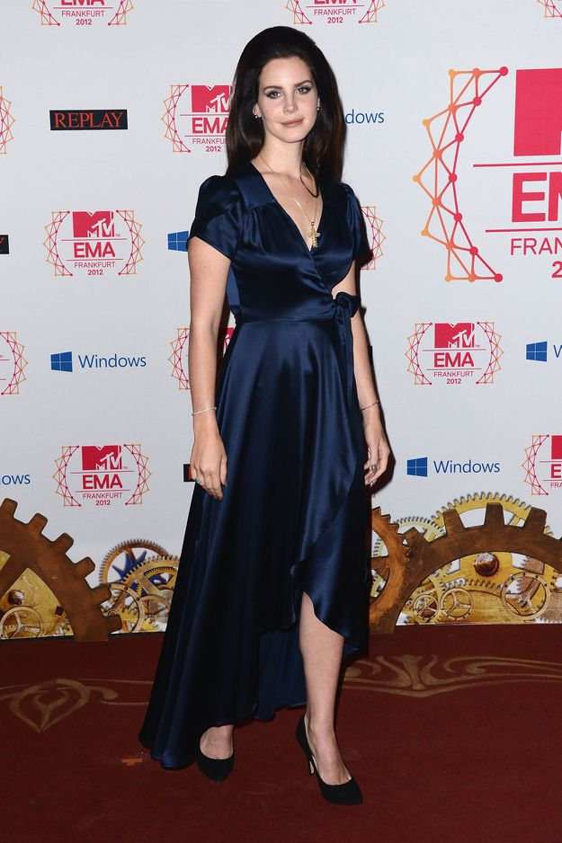 lana del ray / i love her priscilla presley makeover / the dark hair simple makeup and simple blue dress really works for her /