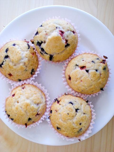 cran-blueberry muffins