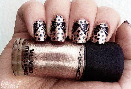 Bows and dots nails
