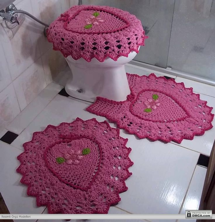 Pembe çilek desenli klozet takımı: Games, Bathroom Crochet, Set, Bath, Tissue, Games Of, Bathroom, Crochet Bathroom