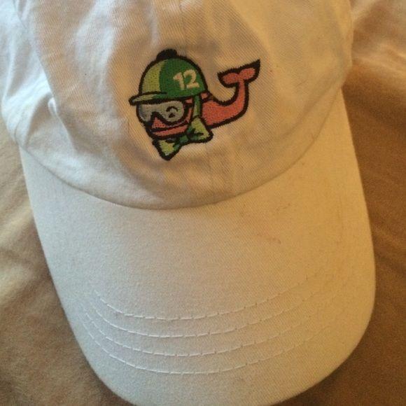 Vineyard vine hat White hat that matches anything! Vineyard vine race day ball cap Vineyard Vines Accessories Hats