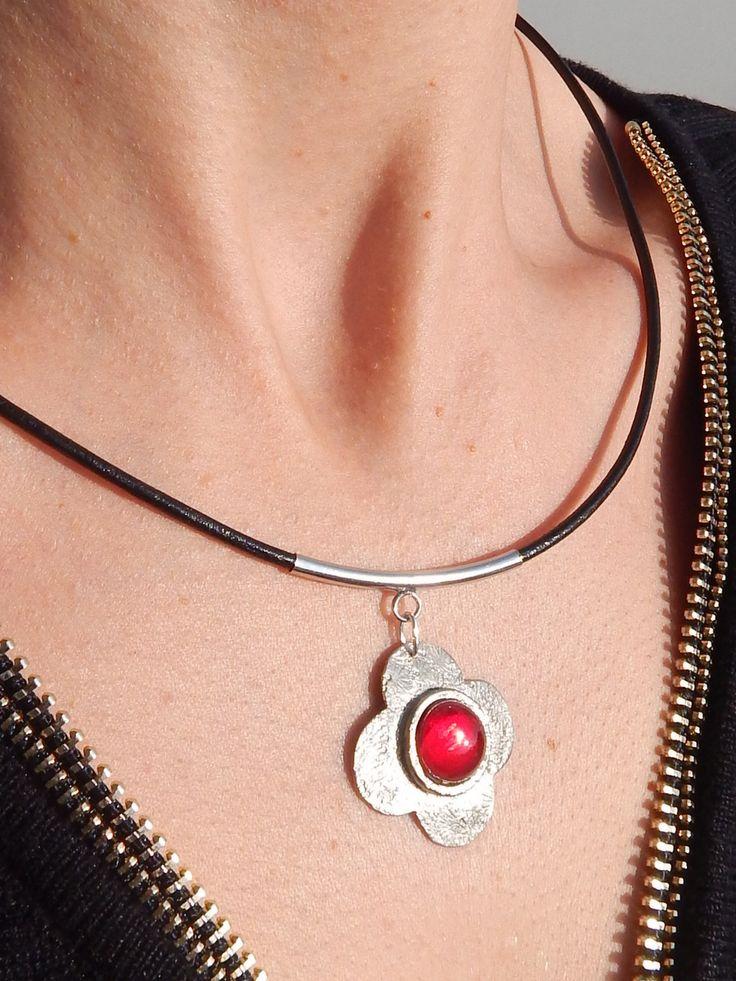 """Collier """"P'tite Capucine"""" argenté et rouge rubis : Collier par bijou-lie"""