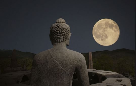 Il 22 aprile, giorno del plenilunio del Toro, in una valle segreta dell'Himalaya alle pendici del monte Kailash, dimora di Shiva, si riuniscono i grandi Maestri Spirituali per celebrare il Wesak, la cerimonia più importante e sacra a cui possa accedere il nostro Logos planetario, e di conseguenza…