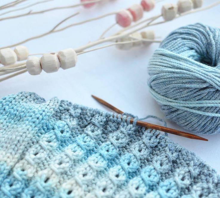 Good morning!  // Guten morgen und ein schönes Wochenende!  // обожаю утро выходного дня,  когда дети спят,  и можно спокойно повязать  Желаю хороших выходных!  #lanagrossa #lanagrossamulti #stricken #strickenisttoll #knittersofinstagram #knitting #knit #knittingmakesmehappy #вяжутнетолькобабушки #вязаниеспицами #вязаниедлядетей #instaknits #i_loveknitting #handarbeit #strikking #strikk #вяжу #рукоделие #instaknits #knitpro