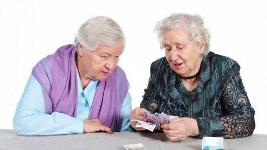 Эксперты назвали два условия для индексации пенсий работающим пенсионерам