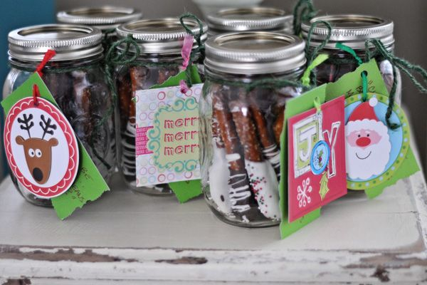 Homemade christmas gifts cute mason jar with dipped for Cute mason jar christmas gift ideas