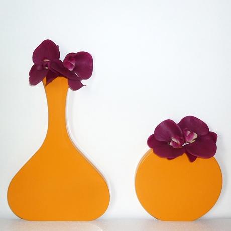 I vasi di Sabrina Fossi sono l'ideale per arredare la tua casa in modo vivace e originale. In MDF laccato lucido, si dispongono a muro appoggiate su una mensola o su un mobile http://lovli.it/