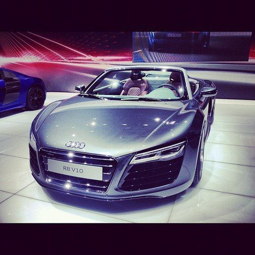 Audi India car prices latest news. http://www.autoinfoz.com/india-car-news/Audi-car-news/audi-mercedes-lower-prices-up-to-rs-3-82-lakh-with-no-excise-705.html