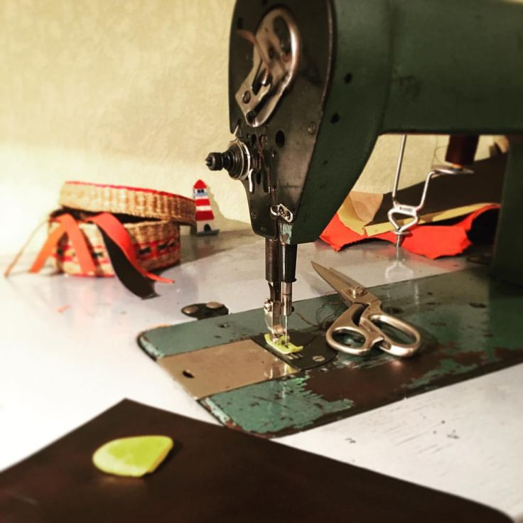 One of our sewing machines in use. Excellent workhorse! #workplace #workspace #sewing #sewingmachine #leather #letherbackpack #brown #work #hobby #homework #womanbackpack #russia #design #creation #handmade
