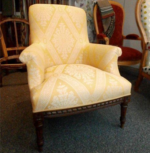 Les 25 meilleures id es de la cat gorie fauteuil anglais for Salon anglais en tissu