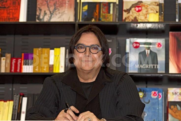 "Italian singer/songwriter Renato Zero meets fans and signs copies of his new album ""AMO"" in Rome."