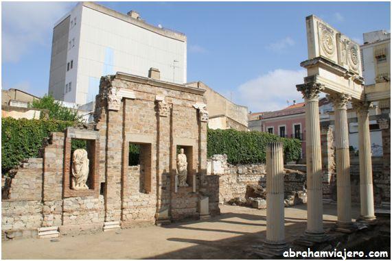 El Foro romano Municipal de Mérida, fue construido para los soldados eméritos licenciados del ejército romano, de dos legiones veteranas de las Guerras Cántabras: Legión V, Alaudae y Legión X Gemina. El Pórtico del Foro, que se encontraba cerca del Templo...