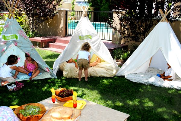 How to make this teepee, very cheap and about 30 minutes to make.  King or queen size sheet (from thrift store), 6' wooden or bamboo garden stakes, some rope, safety pins, and glue gun.