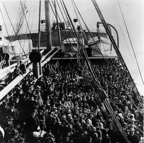 Nave di emigranti Italiani diretti a Ellis Island (New York)