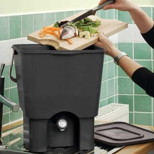 10 compact kitchen compost bins