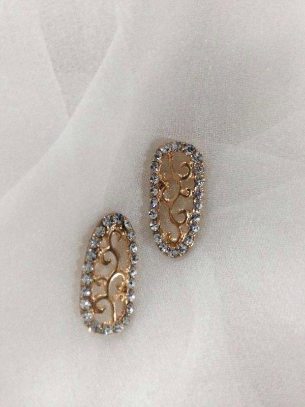 Individual nail accessories