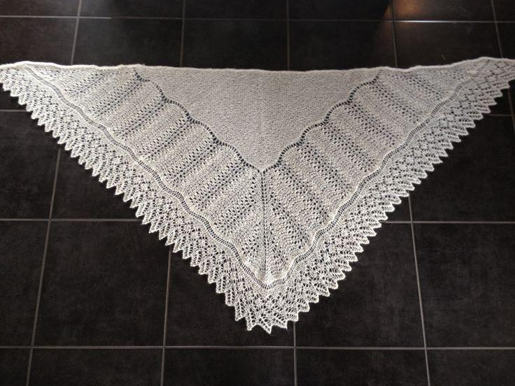 'Det halve kongerige'  strikket i en lækker tynd uld fra BC garn