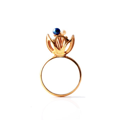 """""""Blossom"""" ring. 18ct yellow gold plated. fresh water pearls."""