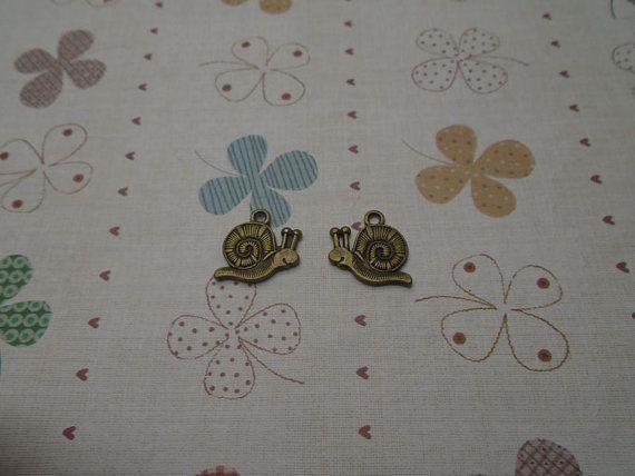 30pcs 18mmx17mm Snail Antique Bronze Retro Pendant Charm For