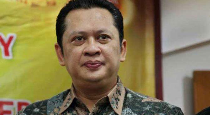JAKARTA,( tubasmedia.com)- Sekretaris Fraksi Partai Golkar DPR Bambang Soesatyo mengatakan fraksi yang tergabung dalam Koalisi Merah Putih (KMP) akan menggalang tanda tangan anggota DPR dewan untuk mengajukan interpelasi kepada Presiden Joko Widodo terkait kenaikan harga bahan bakar minyak (BBM) bersubsidi.