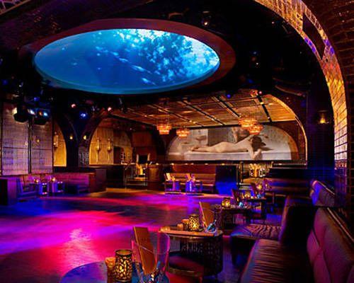 Bar con pista de baile