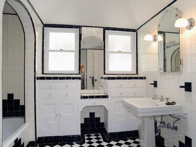 Would you say this is in the art deco style salle de for Salle de bain you
