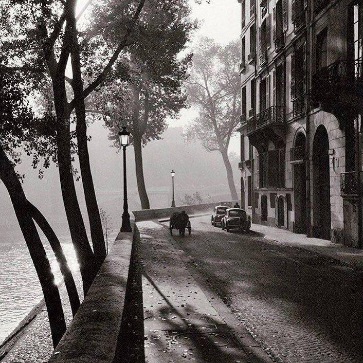"""Quai d'Anjou un matin d'automne 1958 un de mes endroits """"coup de cœur"""" dans Paris #paris #quaidanjou #quai #follow4follow #love #avenir #reve #projet #luxe"""