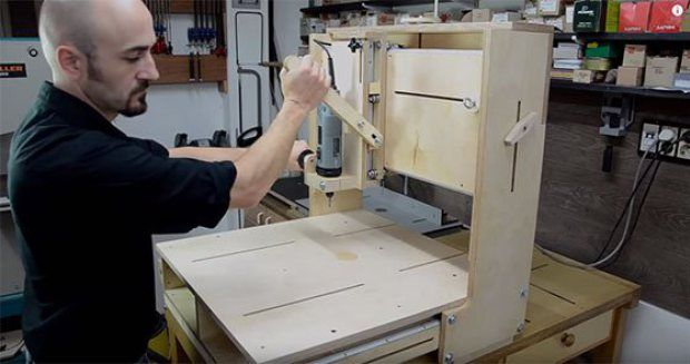 Clever Homemade 3D Router Table      By Gareth BranwynAugust 24th, 2015 11:30 am Category Tools, Woodworking, Workshop