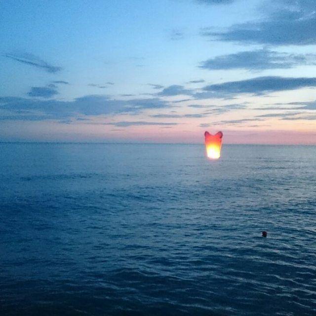 Море, жара, кайф... Синее небо и закат... #море #черноеморе #штиль #пена #волна #берег #качает #черноеморе🌊 #купания #видео #видеоигры #видеодня #instaview #instavideo #instafotos #insta #instagramer #instagraff #instagran #instago #sea #sanset {{AutoHashTags}}