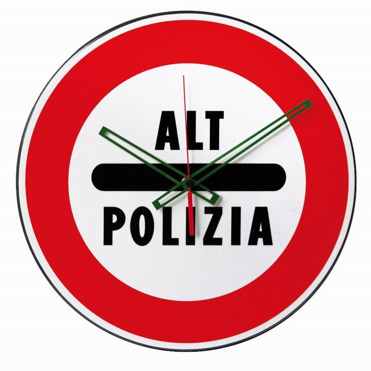 Gli orologi di Nuovo Minuto che si ispirano ai segnali stradali.